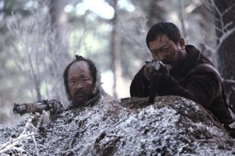 Jung Man-sik et Kim Sang-ho dans The Tiger: An Old Hunter's Tale (2015)