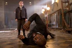 Idris Elba et Ethan Cutkosky dans The Unborn (2009)