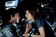 Aaron Eckhart et Hilary Swank dans Fusion (2003)