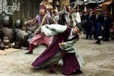 Kim Myung-min et Oh Dal-su dans Detective K: Secret of the Virtuous Widow (2011)
