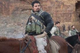 Michael Peña dans Horse Soldiers (2018)