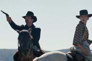 Christian Bale et Rosamund Pike dans Hostiles (2017)
