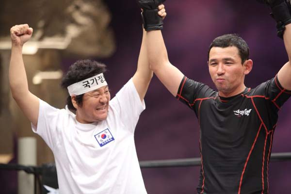 Hwang Jung-min et Yoon Je-moon dans Fists of Legend (2013)