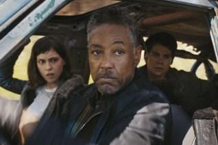 Giancarlo Esposito, Dylan O'Brien, et Rosa Salazar dans Le Labyrinthe: Le Remède Mortel (2018)