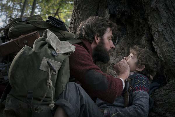 John Krasinski et Noah Jupe dans A Quiet Place (2018)