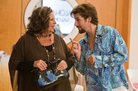 Adam Sandler et Lainie Kazan dans You Don't Mess with the Zohan (2008)