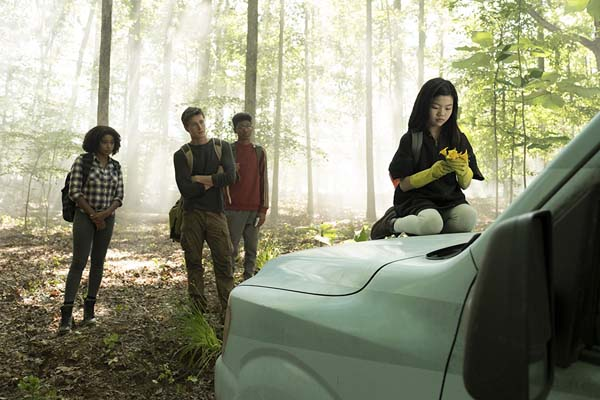 Skylan Brooks, Amandla Stenberg, Harris Dickinson, et Miya Cech dans The Darkest Minds (2018)