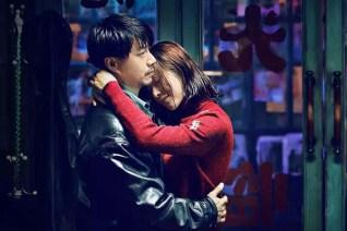 Jiang Yiyan et Duan Yihong dans The Looming Storm (2017)