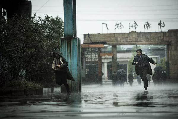 Duan Yihong dans The Looming Storm (2017)