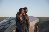 Logan Marshall-Green et Melanie Vallejo dans Upgrade (2018)