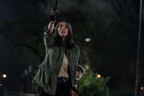 Olivia Munn et Jacob Tremblay dans The Predator (2018)