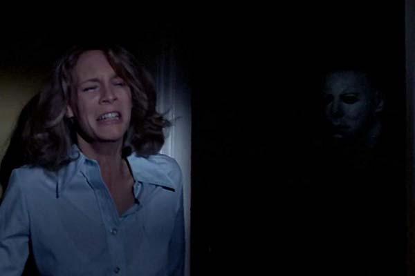 Jamie Lee Curtis et Nick Castle dans Halloween (1978)