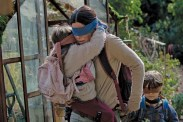 Sandra Bullock, Julian Edwards et Vivien Lyra Blair dans Bird Box (2018)