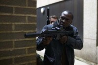 Gbenga Akinnagbe dans All the Devil's Men (2018)