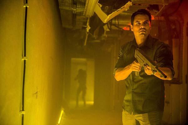 Michael Peña dans Extinction (2018)