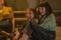 Amelia Crouch et Erica Tremblay dans Extinction (2018)