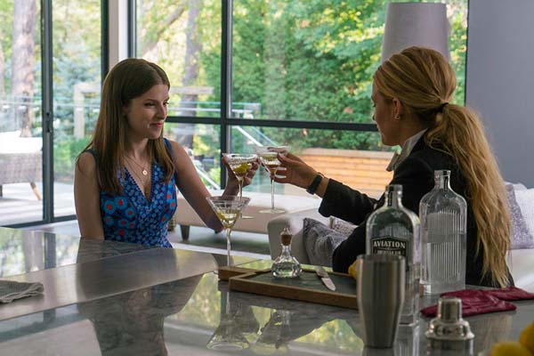 Anna Kendrick et Blake Lively dans A Simple Favor (2018)