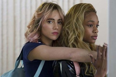 Suki Waterhouse et Abra dans Assassination Nation (2018)