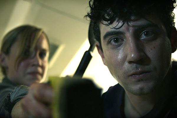 Jack Gordon et Scarlett Alice Johnson dans Panic Buttom (2011)
