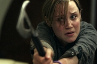Scarlett Alice Johnson dans Panic Buttom (2011)