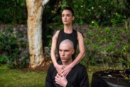 Charlotte Le Bon et Tom Hughes dans Realive (2016)