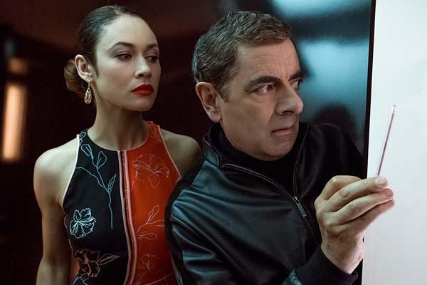 Rowan Atkinson et Olga Kurylenko dans Johnny English Strikes Again (2018)
