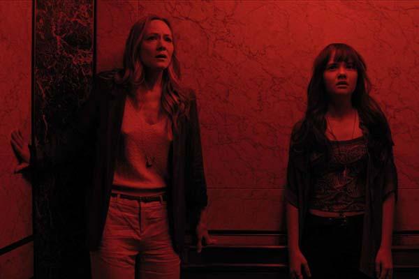Louisa Krause et Taylor Richardson dans The Super (2017)