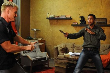 Dolph Lundgren et Cuba Gooding Jr. dans One in the Chamber (2012)