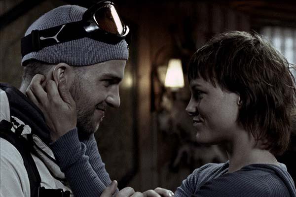 Ingrid Bolsø Berdal et Tomas Alf Larsen dans Cold Prey (2006)