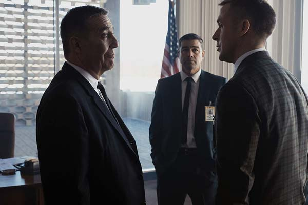 Ciarán Hinds, Kyle Chandler, et Ryan Gosling dans First Man (2018)