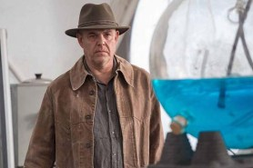 Danny Huston dans IO (2019)