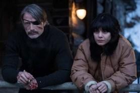 Mads Mikkelsen et Vanessa Hudgens dans Polar (2019)