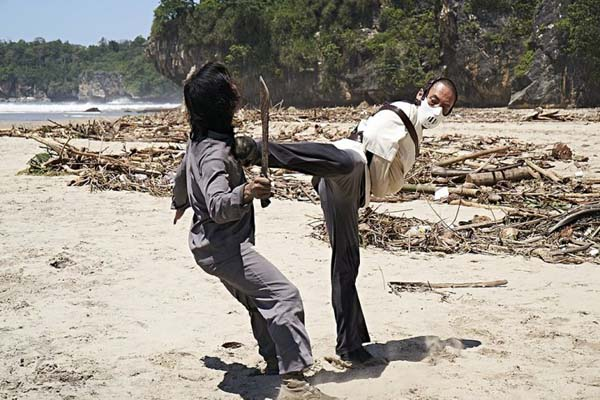 Bruce Khan dans Revenger (2019)