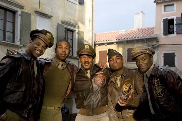 Michael B. Jordan, David Oyelowo, Ne-Yo, Nate Parker, et Tristan Mack Wilds dans Red Tails (2012)