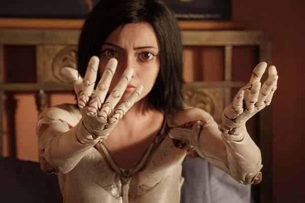 Rosa Salazar dans Alita: Battle Angel (2019)