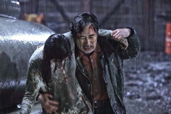 Kim Hye-in et Baek Yoon-sik dans The Chase (2017)