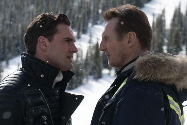 Liam Neeson et Tom Bateman dans Cold Pursuit (2019)