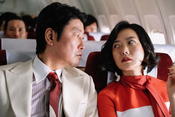 Song Kang-ho et Bae Doona dans The Drug King (2018)