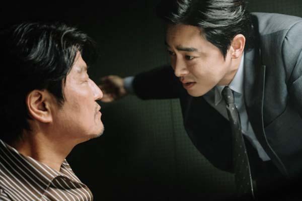 Jo Jung-suk et Song Kang-ho dans The Drug King (2018)