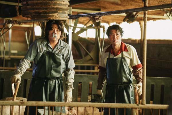 Kim Dae-myung et Song Kang-ho dans The Drug King (2018)