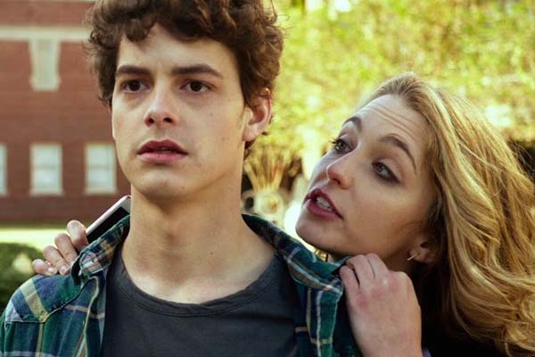 Jessica Rothe et Israel Broussard dans Happy Death Day (2017)
