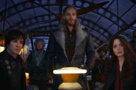 Robert Sheehan, Hera Hilmar, et Leifur Sigurdarson dans Mortal Engines (2018)