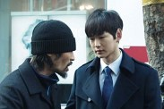 Ryoo Seung-bum et Lee Won-geun dans The Net (2016)