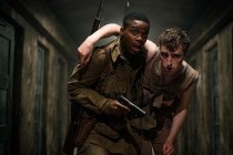 Dominic Applewhite et Jovan Adepo dans Overlord (2018)