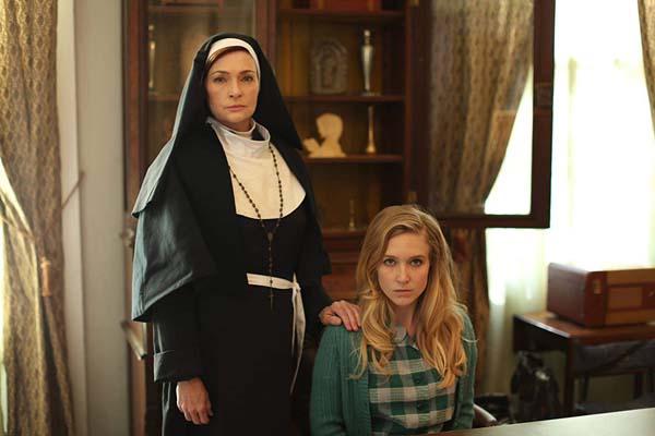 Carolyn Hennesy et Sabrina Kern dans St. Agatha (2018)