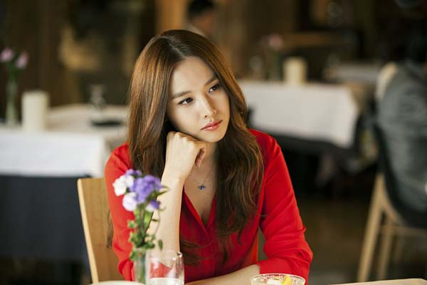 Jo Yoon-hee dans The Con Artists (2014)