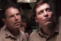 Bruce Greenwood et Holt McCallany dans Below (2002)