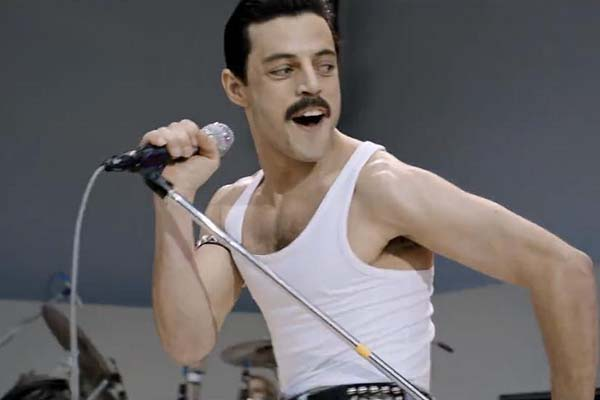 Rami Malek dans Bohemian Rhapsody (2018)