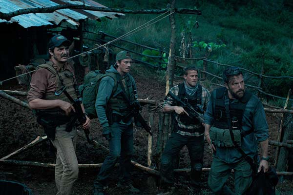 Ben Affleck, Pedro Pascal, Charlie Hunnam, et Garrett Hedlund dans Triple Frontier (2019)