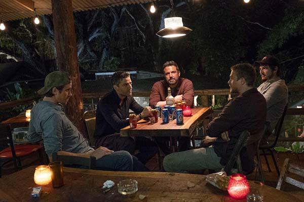 Ben Affleck, Pedro Pascal, Charlie Hunnam, Oscar Isaac, et Garrett Hedlund dans Triple Frontier (2019)